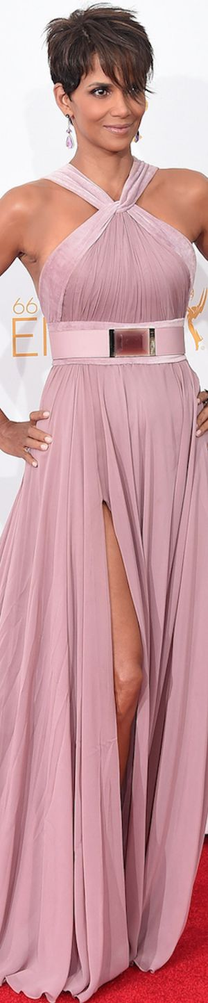 What a gorgeous gown.  Halle Berry in Elie Saab 2014 Emmy Red Carpet (Updated).  Via @wiesje12. #gowns #ElieSaab