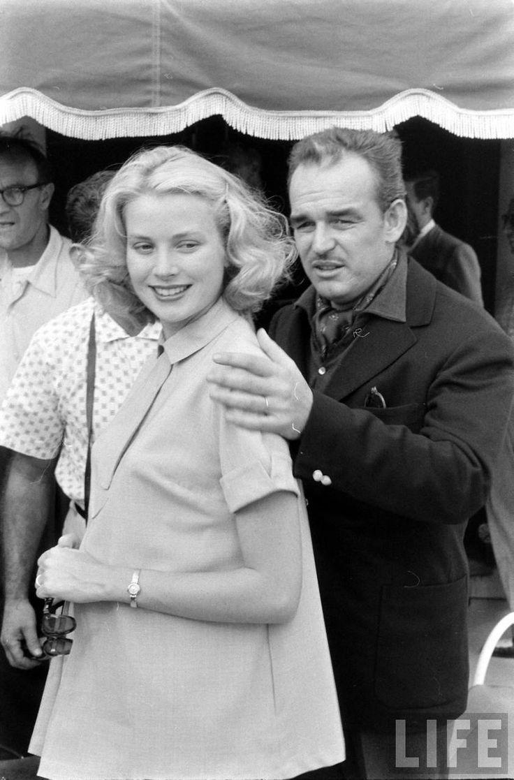 Prince Rainier avec la Princesse Grâce, enceinte de la Princesse Caroline, durant une visite à New Jersey en  Septembre 1956