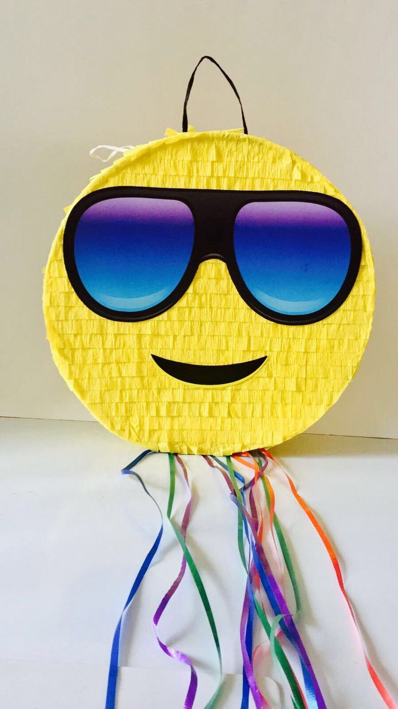 EMOJI PINATA PARTY, Emoticon party, whatssap emoji party, Pull String Piñata de TRUSTITI en Etsy https://www.etsy.com/es/listing/507027656/emoji-pinata-party-emoticon-party