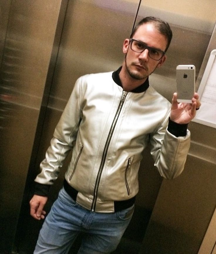 Chaqueta Zara, Pantalón Diesel, gafas Ray-Ban