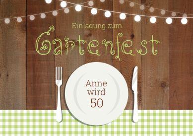 Einladungskarte zum Gartengeburtstag mit trendigem Landlook mit Karos, Lampions und Teller mit Besteck