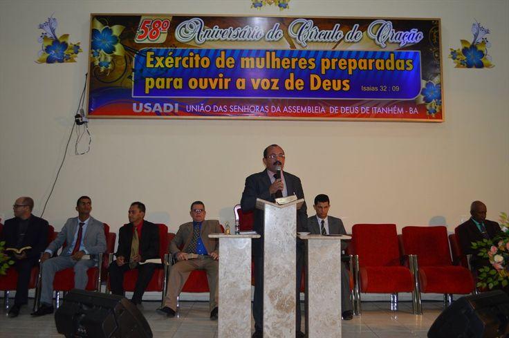 Aniversário de Itanhém terá dia dedicado aos evangélicos, garante prefeito durante aniversário na Assembleia de Deus