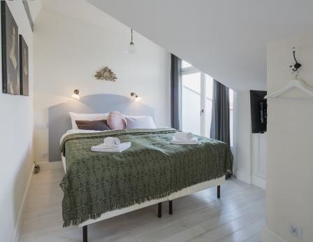Arredato con un allegato cucina e bagno #appartamenti, #alberghi, #alloggi, #Cracovia, #http://www.antiqueapartments.com/apartments