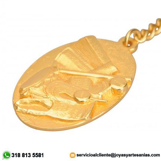 Llavero Folclor Vallenato baño en oro de 24k, #joyasprecolombinas http://www.joyasyartesanias.com/llavero-folclor-vallenato.html