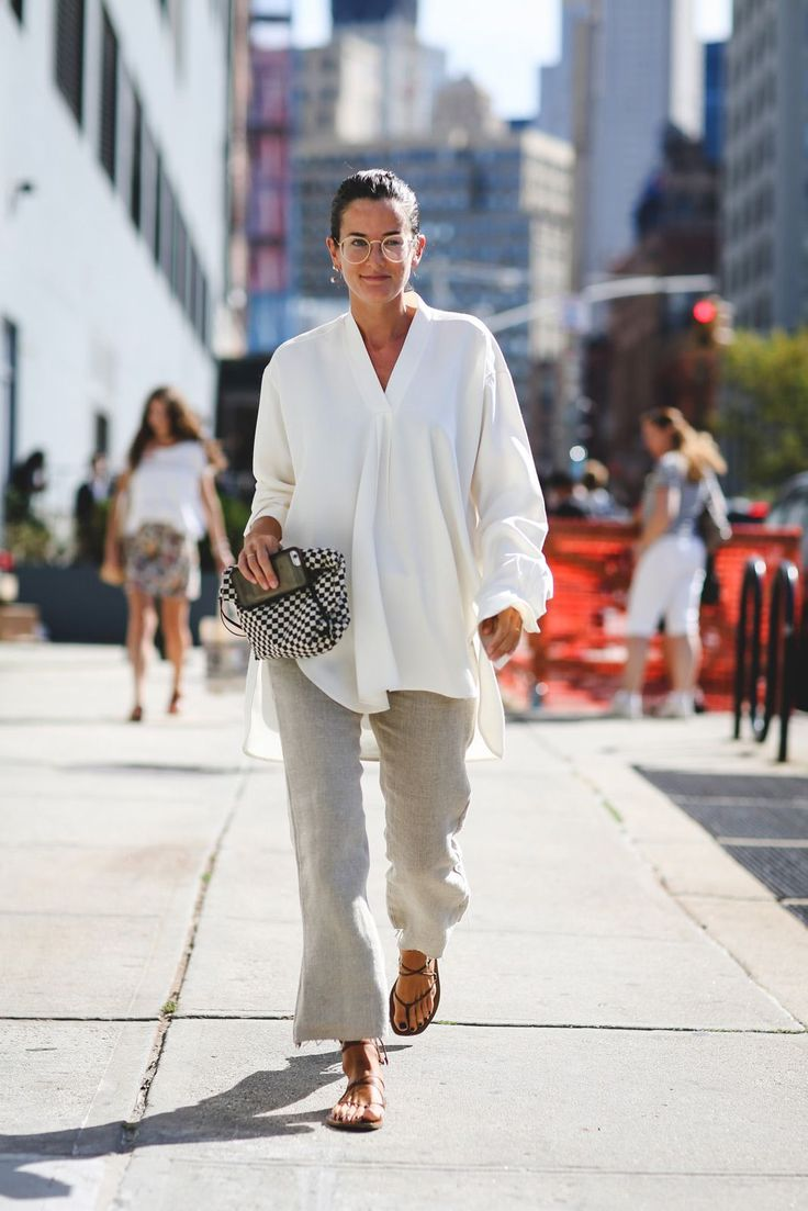 Baggy doesn't always mean sloppy. #refinery29 http://www.refinery29.uk/2016/09/122826/nyfw-spring-2017-best-street-style-outfits#slide-68