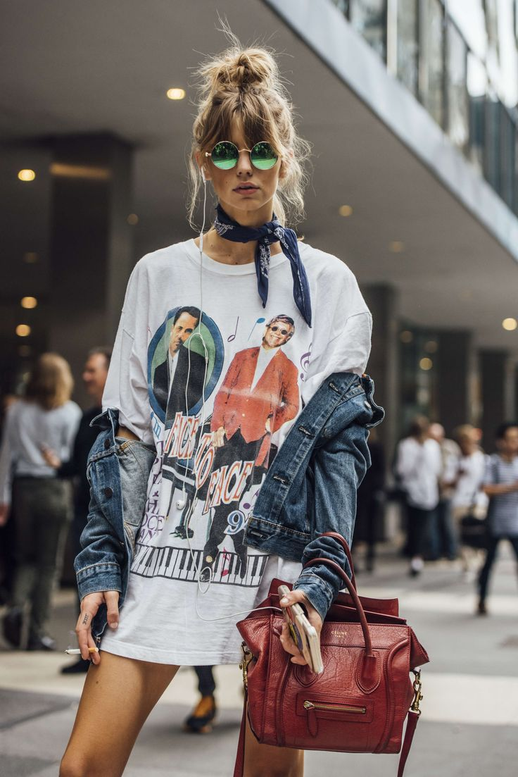 September 9, 2016  Tags Sunglasses, Red, White, Blue, Denim, Women, Model Off Duty, Models, Smoking, Graphic Tees, Oversized, Jackets, Bags, T Shirts, New York, Bandanas, Tattoos, Céline, 1 Person, Buns, SS17 Women's