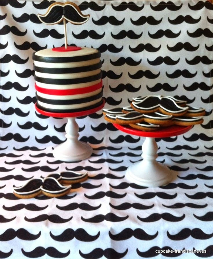 Cupcake: Stripes & moustaches!
