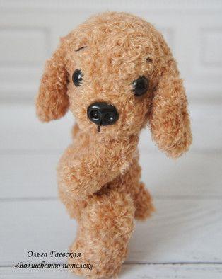 Бесплатный мастер-класс по вязанию маленькой собачки крючком от Ольги Гаевской. Ростом вязаный щенок 13 см, голова и лапки подвижны за счет шплинтовог…
