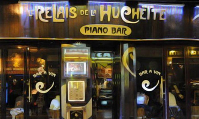 """Piano Bar - Paris: Soirée piano bar à Saint Michel avec planche mixte """"smart"""" et 2, 4, 6 ou 8 cocktails dès 22 € au Relais de la Huchette"""