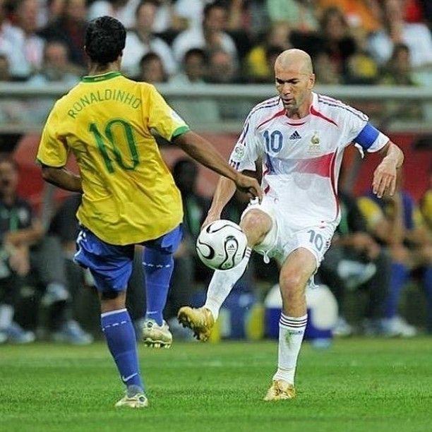 E Ai Quem Foi O Melhor Zidane Ronaldinho Siga Blogmundodefutebol Futebol Lendasdofutebol Futebolear Zinedine Zidane World Football European Football
