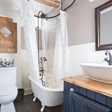 Les 25 meilleures id es de la cat gorie douche de baignoire sur pattes sur pinterest baignoire - Salle de bain avec bain sur pattes ...