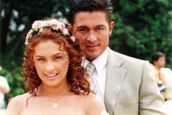 """""""Abrázame muy fuerte"""" con Aracely Arámbula y Fernando Colunga (2001) #Televisa"""