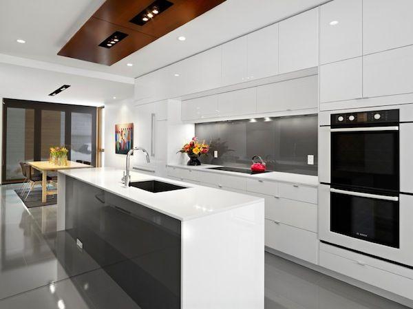 coole küchenschrank details glanzvolle oberflächen weiß technisch