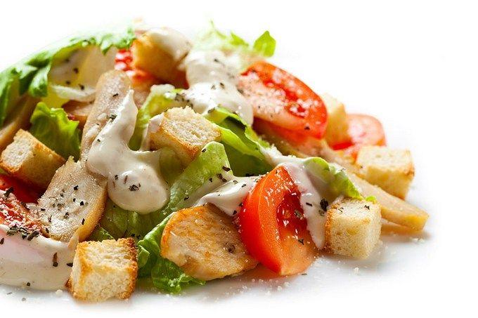 Салат Цезарь с курицей, классический простой рецепт / Простые рецепты