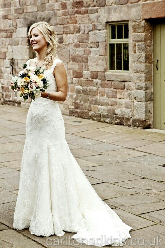 Photography To Show The Brides Wedding Dress At Ashes Venue In Staffordshire Carltonadkinscouk