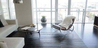 Ako využiť staré kožené opasky? Urobte si z nich podlahu alebo koberec!