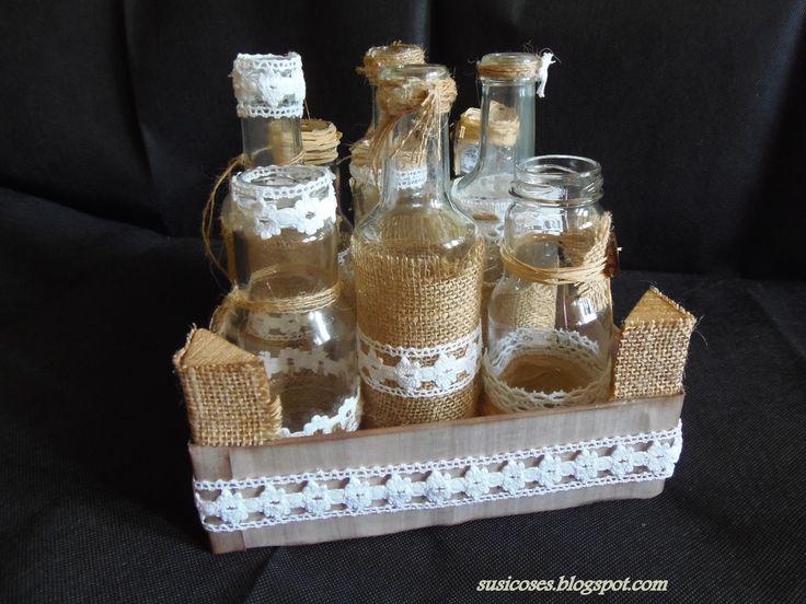 Botes de zumos y refrescos decorados con tela de saco y - Manualidades con tela de saco ...