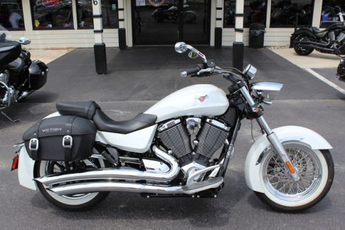 COASTAL INDIAN MOTORCYCLE 843-651-9799 USED 2013 VICTORY BOARDWALK LIKE NEW ONLY 800 MILES