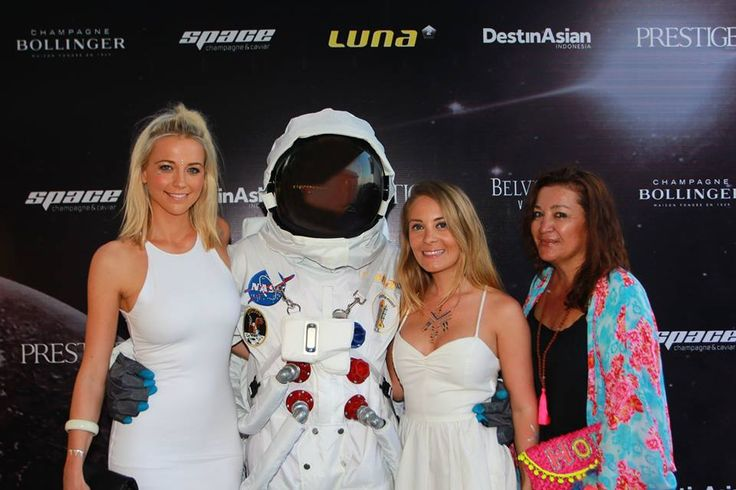 #Lunafriends #astronaut #Spacechampagne&caviar #launch #party @CandiceShepherd @CharlottePiper @ChristinaIskandar @Luna2  #friends #Seminyak #Bali