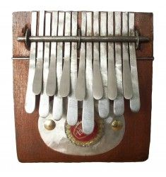 Small NYUNGA NYUNGA kalimba in C major. Easy to travel with and also great size for kids!