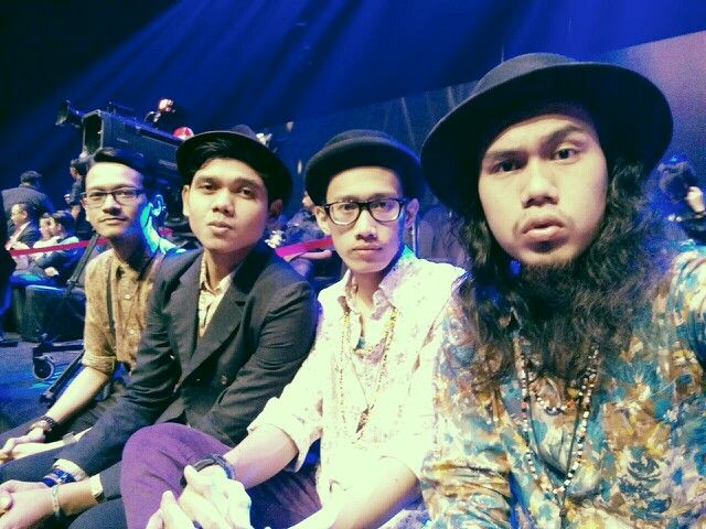 DEGA waiting for the performance at Silet Award RCTI. @degaofficial