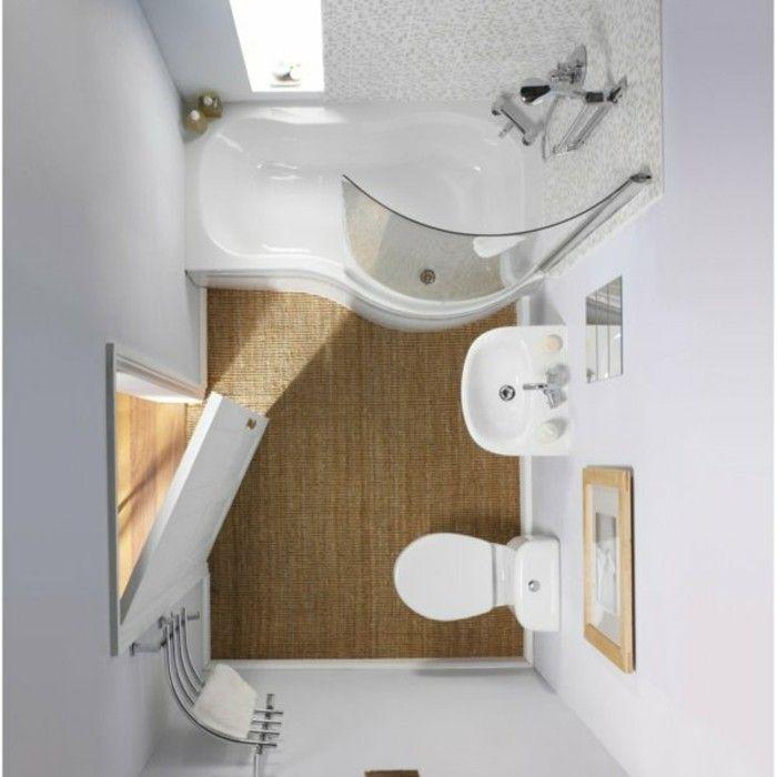 en remplaçant la baignoire par une douche ?  salle de bain 3m2, tapis en rotin beige, salle de bain blanche, amenagement gain de place