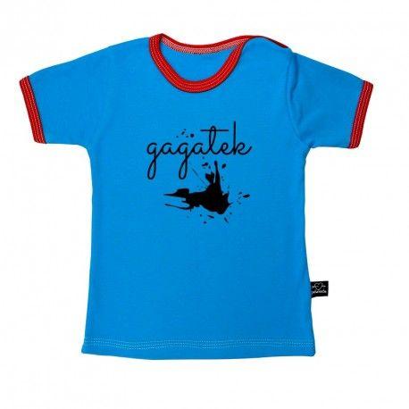 Koszulka z krótkim rękawem.  Niebieska z czerwonymi lamówkami.  100% bawełna, mięciutka i miła w dotyku.  Bawełna z certyfikatem Oeko-tex 100 kl.1