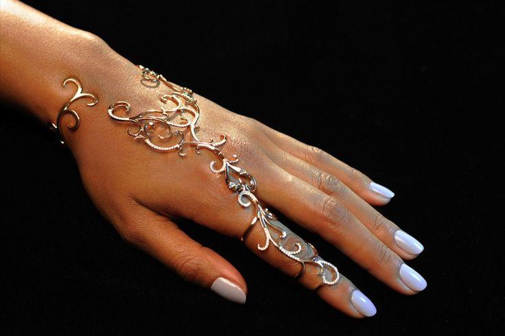 Dionea Orcini Forbidden Rose Gold Hand Bracelet