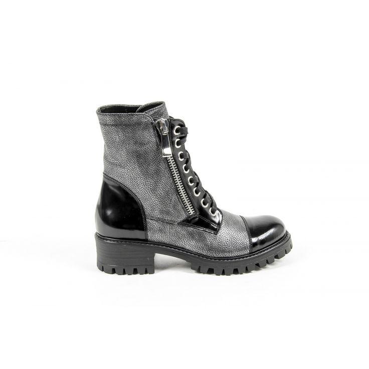 Versace 19.69 Abbigliamento Sportivo Srl Milano Italia Womens Short Boot B1476 NATURAL + AMALFI NERO