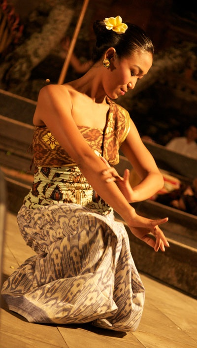 Balinese dancer http://directrooms.com/indonesia/hotels/bali-hotels/price1.htm