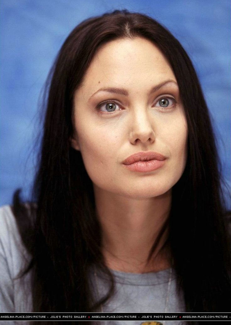 2001/06/02 - 'Lara Croft : Tomb raider' press conferences - 020601 Lara Croft press conference 08 - Angelina Jolie Photo