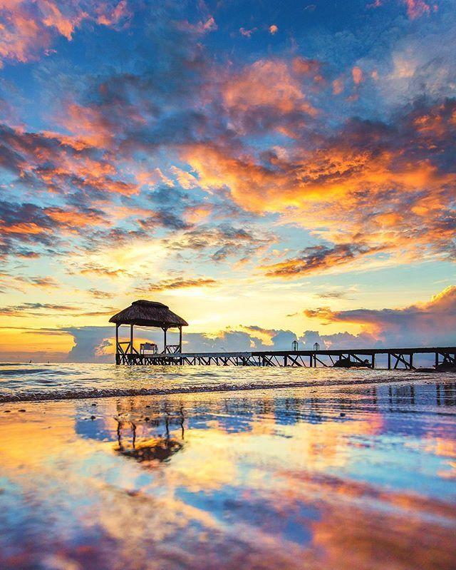 Sunset In Mauritius. https://www.hotelscombined.fr/Hotel/Blue_Margouillat_Seaview_Hotel_Saint_Leu.htm?a_aid=150886