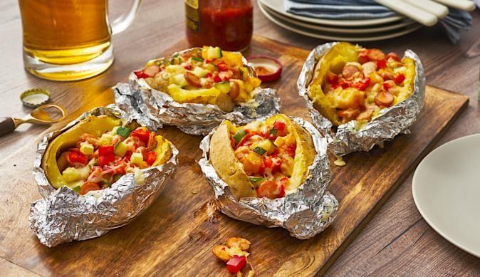 Die gefüllten Ofenkartoffeln sind nicht nur eine leckere Beilage, sondern gelingen auch kinderleicht und garantiert.