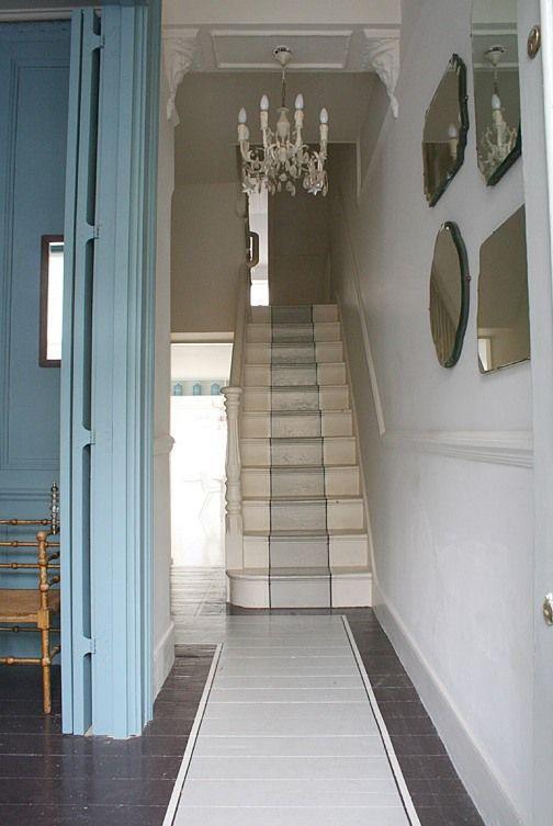 Normaal gesproken is een traploper bedoelt om geluid te dempen en van vloerbedekking. Maar wat dacht je van een traploper van verf? Geverfde traplopers inspiratie.