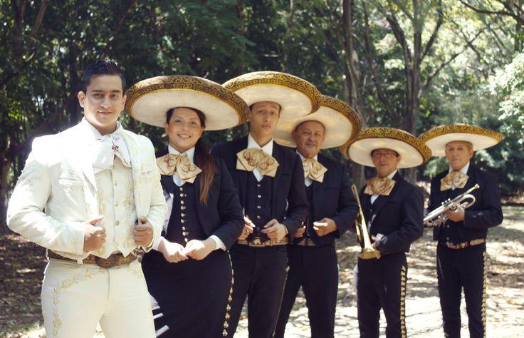 Mariachis en Cali Club http://www.mariachisencali.club/ Uno de los Grupos Mariachis más Importantes de Santiago de Cali. Se caracterizan por la alegría y el gran talento que poseen. Amenizan todo tipo de fiestas, reuniones familiares y sociales, Bodas, Cumpleaños, conciertos, Grados, entre otros. Son reconocidos en el medio musical, por sus hermosas serenatas Mariachi, especial para reconciliaciones o declaraciones de amor.