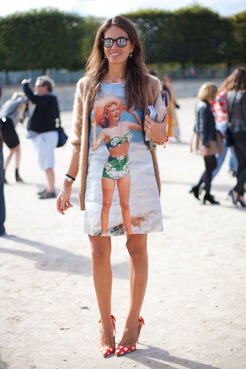 STREET STYLE SPRING 2013: PARIS FASHION WEEK - Keeping the summer alive in a beach blanket inspired tee.