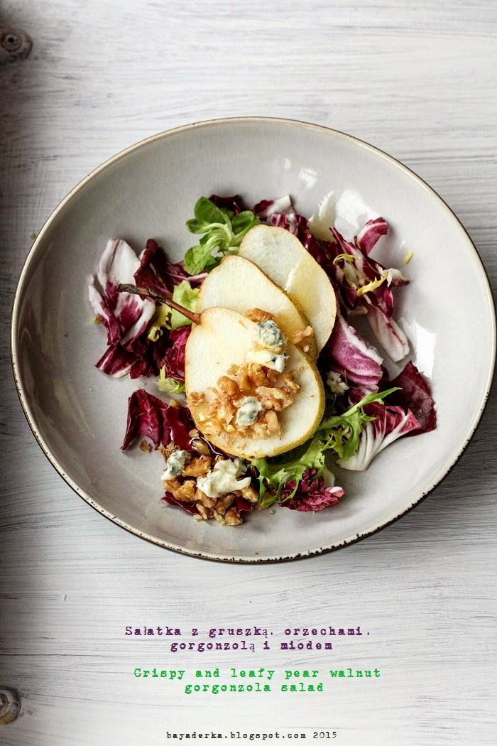 salad with pear, gorgonzola and walnuts