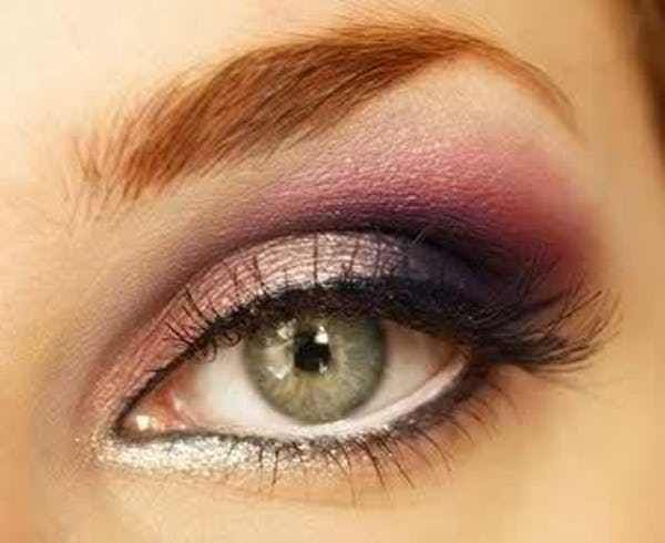 The best eyeshadow for green eyes is one that compliments the natural color of the eye. What are the best eyeshadow colors for green eyes? Green-eyed people are lucky