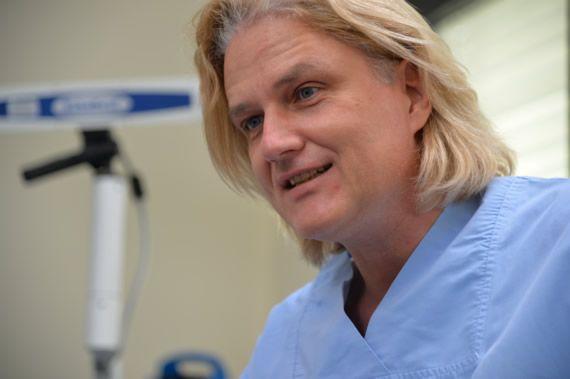 Beratung  für eine  Tiefschlafbehandlung eines Angstpatienten zusammen mit Zahnarzt Berlin Dr.Seidel