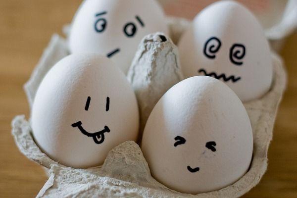 El triptófano abunda en alimentos ricos en proteínas tales como la leche y los derivados lácteos, los huevos, las carnes y el pescado