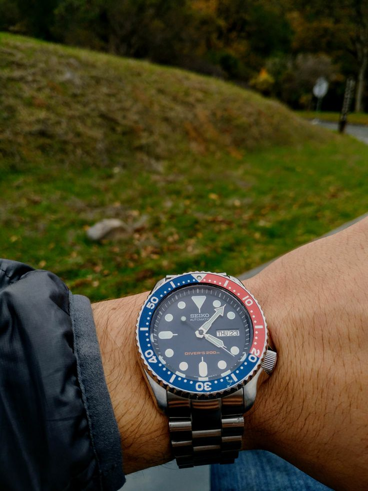 [Seiko SKX009] Still holding up beautifully after falling off my wrist on the freeway http://ift.tt/2n7dij2