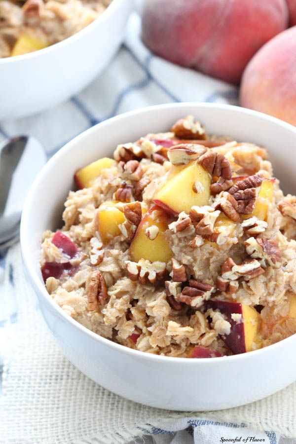 Peach Cobbler Oatmeal - enjoy the fruit of the seasonal with this healthy and flavorful oatmeal!