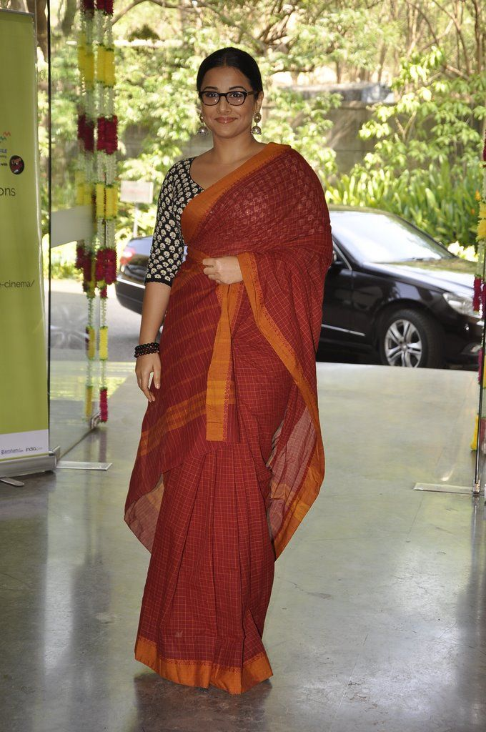 "Vidya Balan in Handloom Cotton Saree w/ Contrasting Blouse w/ long sleeves at Whistling Woods ""Celebrate Cinema"", mid May, 14"