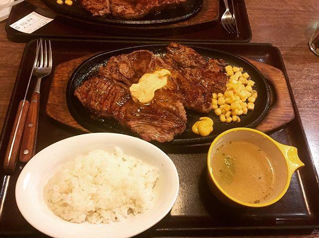 「ステーキ亭」さんに来ました! このボリュームでなんと……!! 1100円でございます。 しかもライスとスープ付き🍚  最近はいきなりステーキではなく、 ステーキ亭推し!うますぎ😘  #東京 #五反田 #ごはん #ステーキ #肉 #安い #美味しい