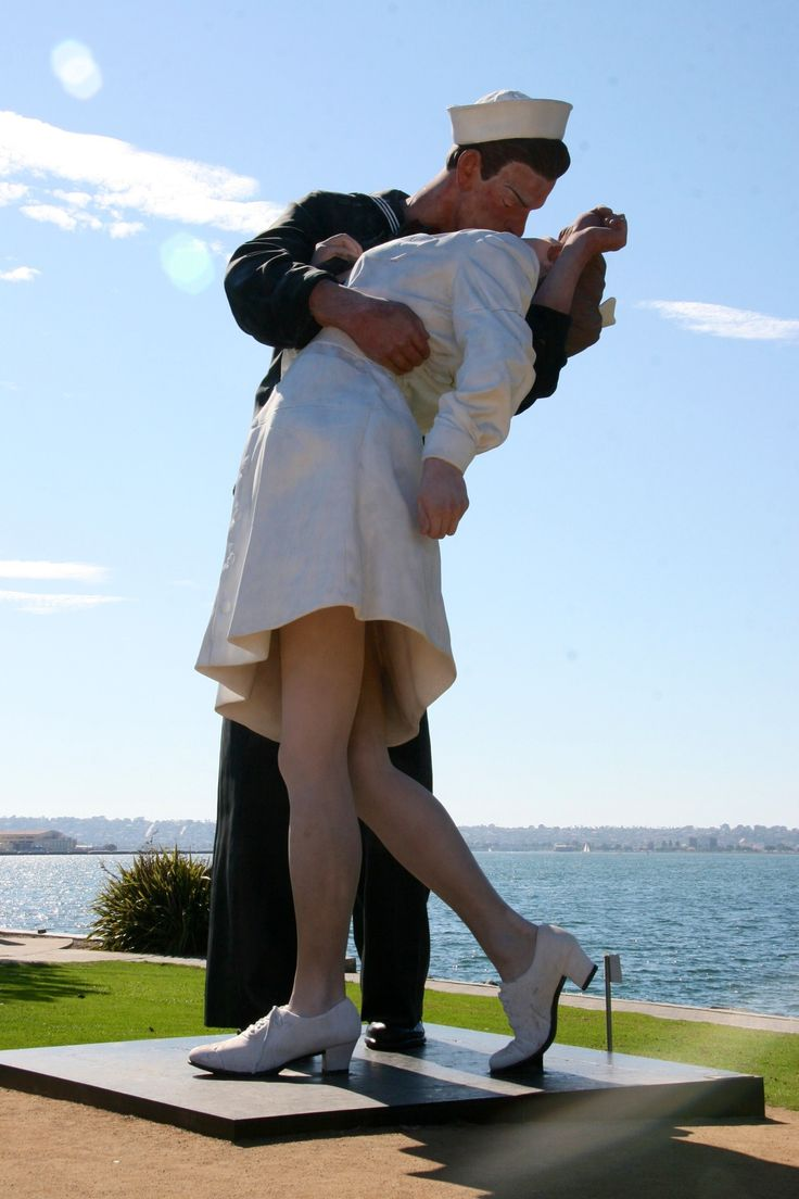 """""""Unconditional Surrender"""" statue (The Kiss) The 7-ton, 25 feet tall bronze statue, designed by artist Seward Johnson, was created in New Jersey and transported to San Diego on a flatbed truck. Photo by Kathleen Intile"""