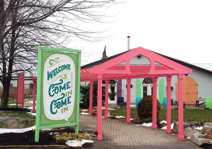Small Talk Winery's welcoming and colourful entrance in Niagara-on=the-Lake, ON | discoverhappiness.ca