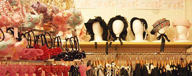 로리타 패션(ロリータ ファッション)은 일본에서 등장한 패션 스타일 중의 하나이다. 패션뿐만 아니...