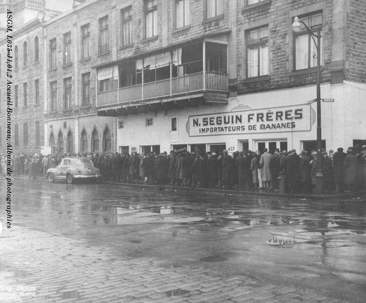 1950 Accueil Bonneau Photo of a line of men in front of the Vestiaire des pauvres. Credit: Collection des Sœurs Grises de Montréal