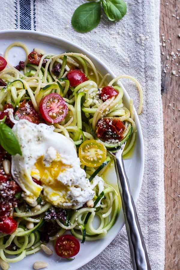 15 Min Zucchini Pasta with Poached Eggs and Tomato Basil Sauce