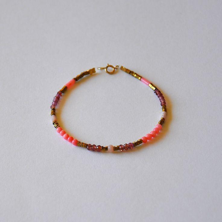 """Bracelet fin et précieux pour femme pierres fines roses et dorées : Modèle """"Larae"""""""